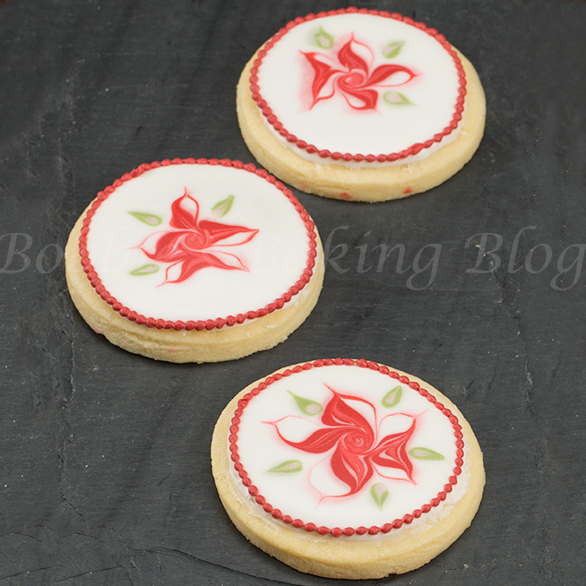 Wet On Wet Royal Icing Poinsettia Tutorial