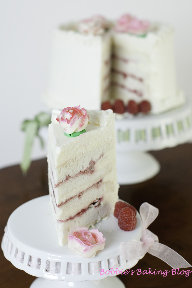DF S Wedding Ring Silky White Cake With Raspberry Filling And White
