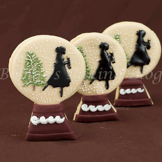 how-to-decorate a nut cracker snow globe cookies/