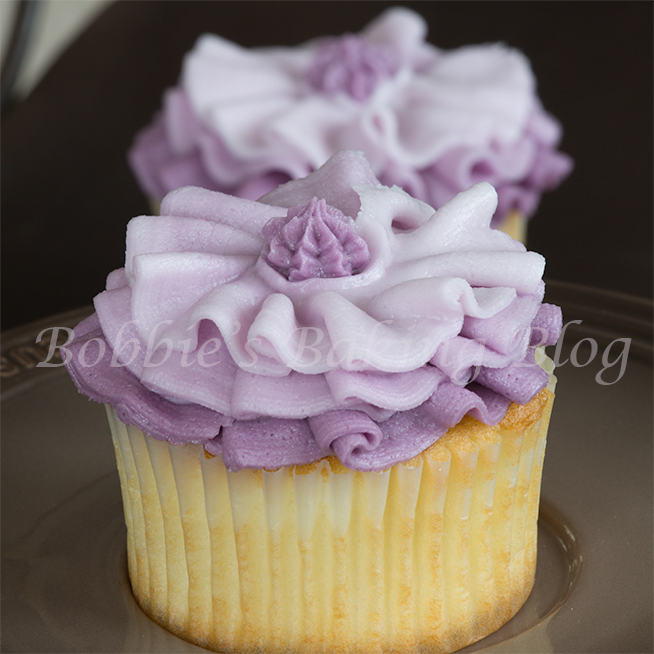 learn how to use buttercream  for fashion inspired ruffles