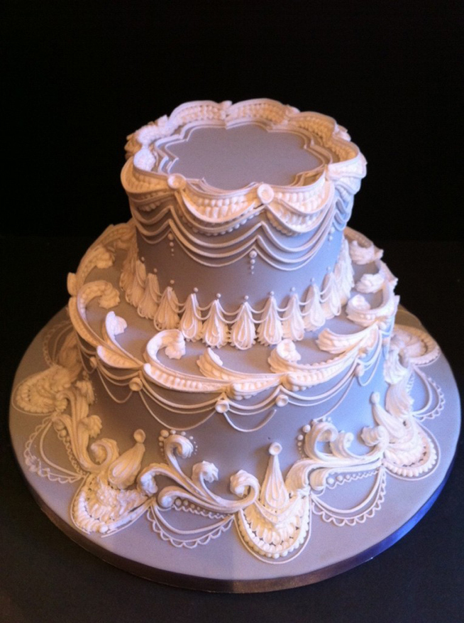 learn cake decorating Lambeth methods with Chef Bobbie