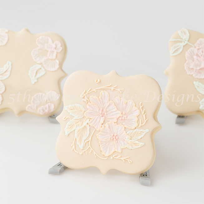 learn royal icing two tone brush embroidery