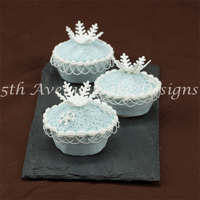 learn delicate string work with royal icing
