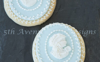 Elegant Cameo Cookie